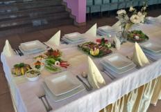 Aranżacja stołu na wesele