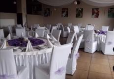dekoracja-sali-okragle-stoly